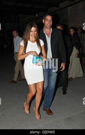 Sofia Vergara and Nick Loeb leaving the Bagatelle restaurant together in the Meatpacking District, Manhattan. New - Stock Photo