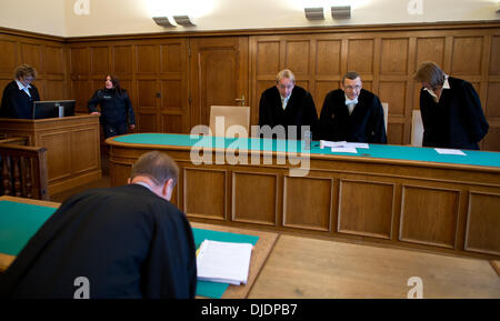 Berlin, Germany. 27th Nov, 2013. The judges under presiding judge Boris Wolnicki (2-R) enter the courtroom at the - Stock Photo