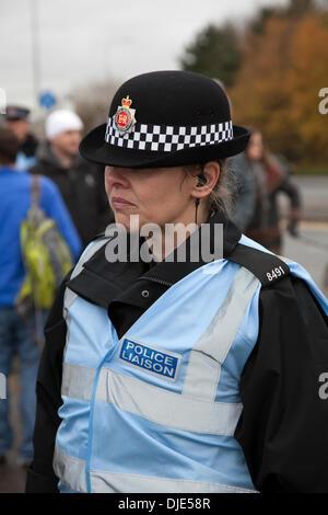 Policewoman at Barton Moss, Eccles, Manchester, UK. 27th  November, 2013.  Female Police Liason Officer at IGas - Stock Photo