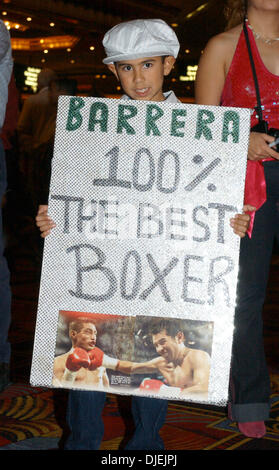 Nov 26, 2004; Las Vegas, NV, USA; A fan of Marco Antonio Barrera's shows his loyalty in anticipation of tonight's - Stock Photo
