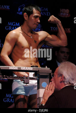 Nov 26, 2004; Las Vegas, NV, USA; Challenger MARCO ANTOINIO BARRERA weighs in for his fight against WBC Super Featherweight - Stock Photo