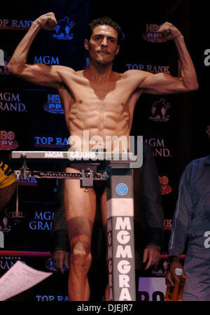 Nov 26, 2004; Las Vegas, NV, USA; WBC Super Bantamweight Champion OSCAR LARRIOS weighs in for his bout against Challenger - Stock Photo