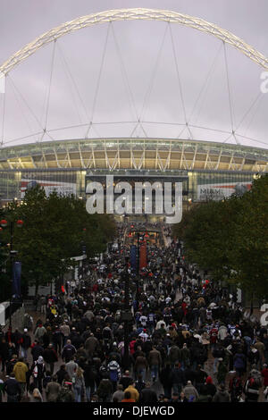 Oct 28, 2007 - London, England, UK - Heading into Wembley Stadium before the game. (Credit Image: © Allen Eyestone/Palm - Stock Photo