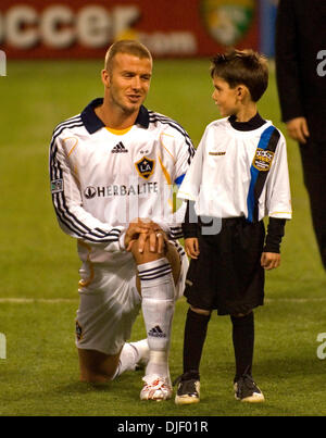 Nov 11, 2007 - Minneapolis, Minnesota, USA - DAVID BECKHAM, with CHARLIE RUBENDALL (7yrs.old - Mpls), during player - Stock Photo