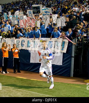 Nov 11, 2007 - Minneapolis, Minnesota, USA - DAVID BECKHAM, with fans, entering the metrodome just before the second - Stock Photo