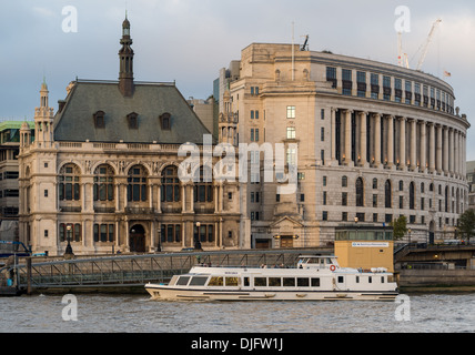 A Thames River Cruise passes by Unilever House and City of London School - Stock Photo