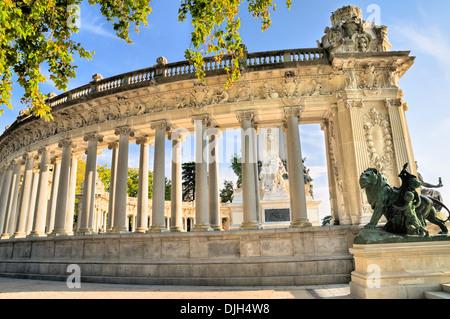 Colonnade surrounding the King Alfonso XII monument, Parque del Buen Retiro, Madrid, Spain - Stock Photo