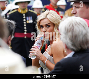 Katherine Jenkins drinks some water before her performance Epsom Derby Festival at Epsom Racecourse Epsom Surrey - Stock Photo