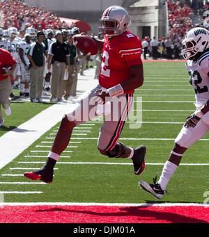 Sept 18, 2010 - Columbus, Ohio, U.S. - OSU destroyed OU 43-7. TYRELLE PRYOR runs in a touchdown for the Buckeyes - Stock Photo