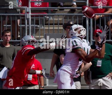 Sept 18, 2010 - Columbus, Ohio, U.S. - OSU Buckeye's destroyed OU 43-7. OU's TERRENCE MCCRAE catches a touchdown - Stock Photo