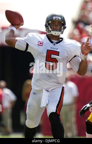 Sep. 26, 2010 - Tampa, Florida, United States of America - Tampa Bay Buccaneers quarterback Josh Freeman (5) prepares - Stock Photo