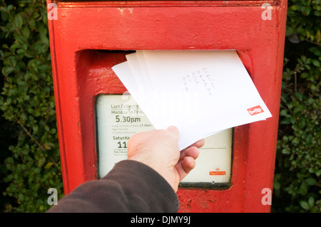 post office letter box red letterbox postbox boxes posting a letter letters royal mail mailbox uk red share issue - Stock Photo