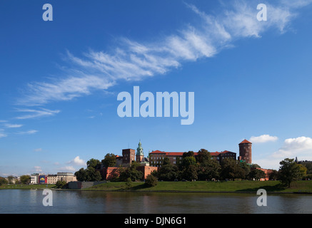 The River Wisla passing the 11th Century Royal Castle, Wawel Hill, Krakow, Poland - Stock Photo