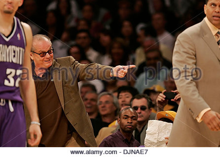 Mar 09, 2008 - Los Angeles, California, USA - Actor JACK NICHOLSON points toward Sacramento Kings coach REGGIE THEUS, - Stock Photo