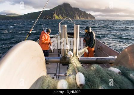 Sockeye salmon drift gill net fishing on naknek river for Salmon fishing bay area