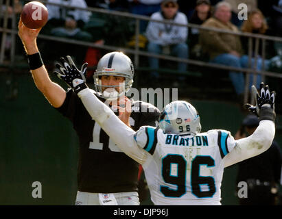 Nov 09, 2008 - OAKLAND, CA, USA - Oakland Raiders quarterback ANDREW WALTER #16 passes the ball over Carolina Panthers - Stock Photo