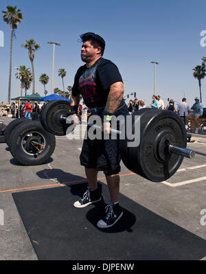 March 27, 2010 - Huntington Beach, California, USA -  TONY ESPINOZA competes in the overhead press, one of six disciplines - Stock Photo