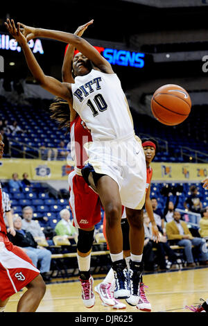 Mar. 01, 2010 - Pittsburgh, PA, U.S - 01 March 2010: University of Pittsburgh junior guard Taneisha Harrison (10) - Stock Photo