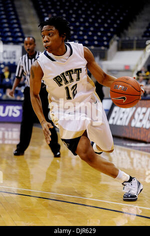 Mar. 01, 2010 - Pittsburgh, PA, U.S - 01 March 2010: University of Pittsburgh junior guard Brittaney Thomas (12) - Stock Photo