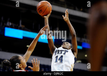 Mar. 01, 2010 - Pittsburgh, PA, U.S - 01 March 2010: University of Pittsburgh junior guard Jania Sims (14) goes - Stock Photo