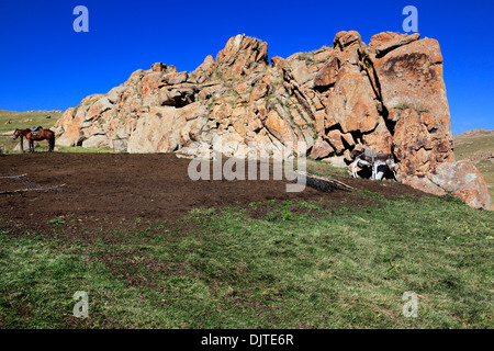 Nomads dwelling, Road to Song Kol lake, Naryn oblast, Kyrgyzstan - Stock Photo