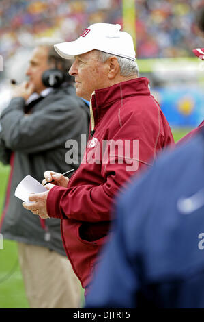 NCAA Gator Bowl - Bobby Bowden takes notes during the first quarter of the 2010 Gator Bowl  (Credit Image: © Mike - Stock Photo