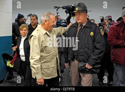 NCAA Gator Bowl - Bobby Bowden waves to the media before heading to the locker room at Alltell Stadium before the - Stock Photo