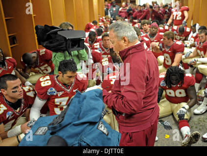 NCAA Gator Bowl - Bobby Bowden leads the FSU team in his final pre-game prayer before the start of the 2010 Gator - Stock Photo