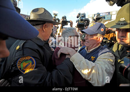 NCAA Gator Bowl - Bobby Bowden is congratulated by West Virginia's coach following the Seminoles' upset of the heavily - Stock Photo
