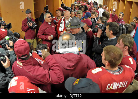 NCAA Gator Bowl - Bobby Bowden is interviewed in the FSU locker room after the team's victory over West Virginia - Stock Photo
