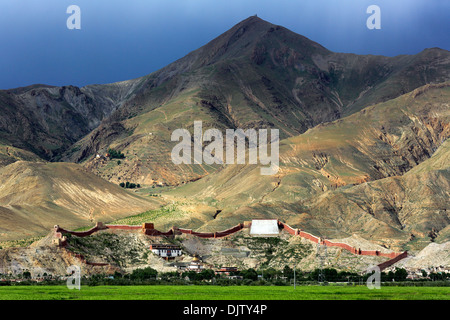 Gyantse Dzong, Gyantse County, Shigatse Prefecture, Tibet, China - Stock Photo