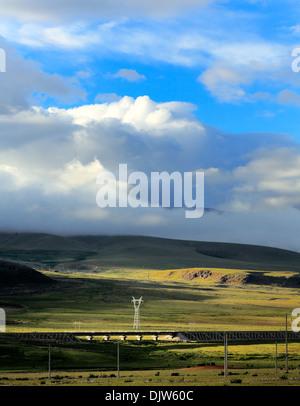 Mountain landscape with Trans-Tibetan Railway, Lhasa Prefecture, Tibet, China - Stock Photo
