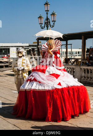 Man and woman wearing traditional Venetian carnival costumes, Venice, Veneto, Italy. - Stock Photo