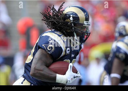 Oct. 24, 2010 - Tampa, Florida, United States of America -  St. Louis Rams running back Steven Jackson (39) Rushes - Stock Photo