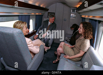 US President Bill Clinton, First Lady Hillary Rodham Clinton, daughter Chelsea and dog Buddy sit on Marine One July - Stock Photo