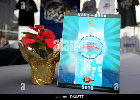 Dec. 23, 2010 - San Diego, California, U.S - Welcome to the 2010 San Diego County Credit Union Poinsettia Bowl featuring - Stock Photo