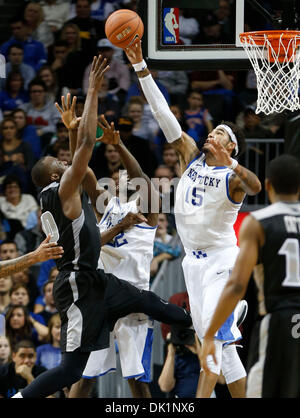 Brooklyn, New York, USA. 1st Dec, 2013. Kentucky Wildcats forward Willie Cauley-Stein (15) blocked the shot of Providence - Stock Photo