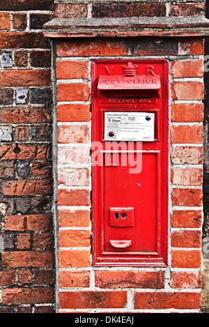 Victorian letter box in a brick wall, Marlow,  showing the cipher VR for the reign of Queen Victoria - Stock Photo