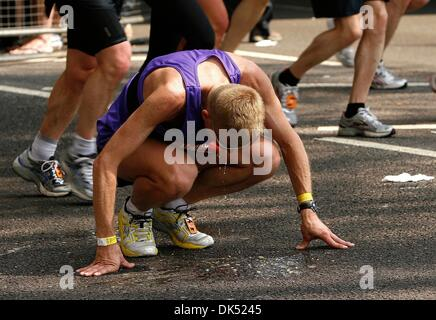 Apr 17, 2011 - London, England, United Kingdom - Runner finds the strain too much and throws up after 24 miles during - Stock Photo