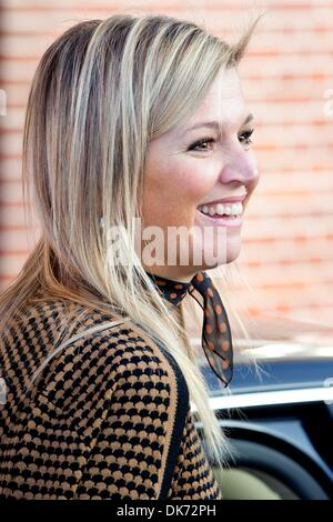 Leiden, The Netherlands. 03rd Dec, 2013. Queen Maxima of The Netherlands attends the 10th anniversary symposium - Stock Photo