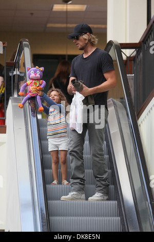 Gabriel Aubry taking his daughter Nahla to Joan's on Third ...