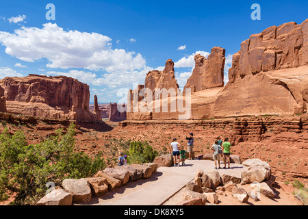 Walkers at the Park Avenue Viewpoint, Arches National Park, Utah, USA - Stock Photo