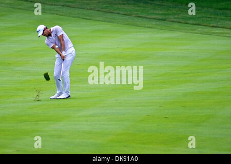 Aug. 5, 2011 - Akron, Ohio, U.S - Adam Scott chips to the 9th green during the second round of the Bridgestone Invitational - Stock Photo