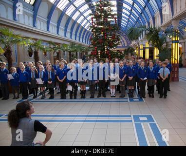 Childrens Choir singers at Blackpool, Lancashire, UK 4th December, 2013.   St Nicholas Church of England Primary - Stock Photo
