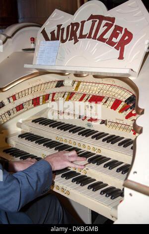 Blackpool, Lancashire, UK 4th December, 2013.  Playing the S.J. Wright Wurlitzer organ at the Winter Gardens Blackpool - Stock Photo