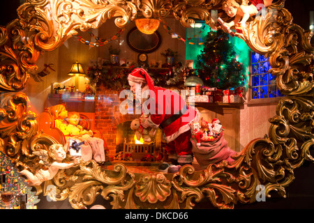 Christmas shop window display at fortnum mason - Fortnum and mason christmas decorations ...
