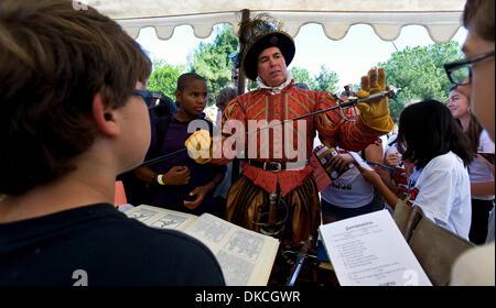 Oct. 21, 2011 - Poway, California, USA -  Thomas Fernandez teaches school children about 16th Century weaponry at - Stock Photo