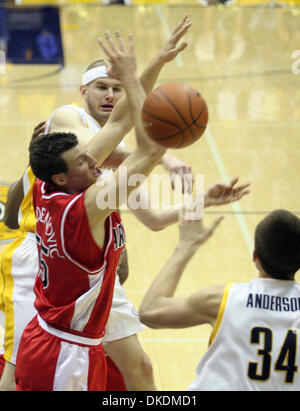 Mar 01, 2007 - BERKELEY, CA, USA - Cal's ERIC VIERNEISEL, left,  passes the ball to teammate RYAN ANDERSON in front - Stock Photo