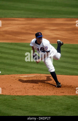 Feb 28, 2007 - Lake Worth, FL, USA - Mets pitcher OLIVER PEREZ, pitches at the opening spring training game at Tradition - Stock Photo