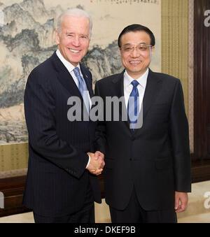 Beijing, China. 5th Dec, 2013. Chinese Premier Li Keqiang (R) meets with US Vice President Joe Biden in Beijing, - Stock Photo